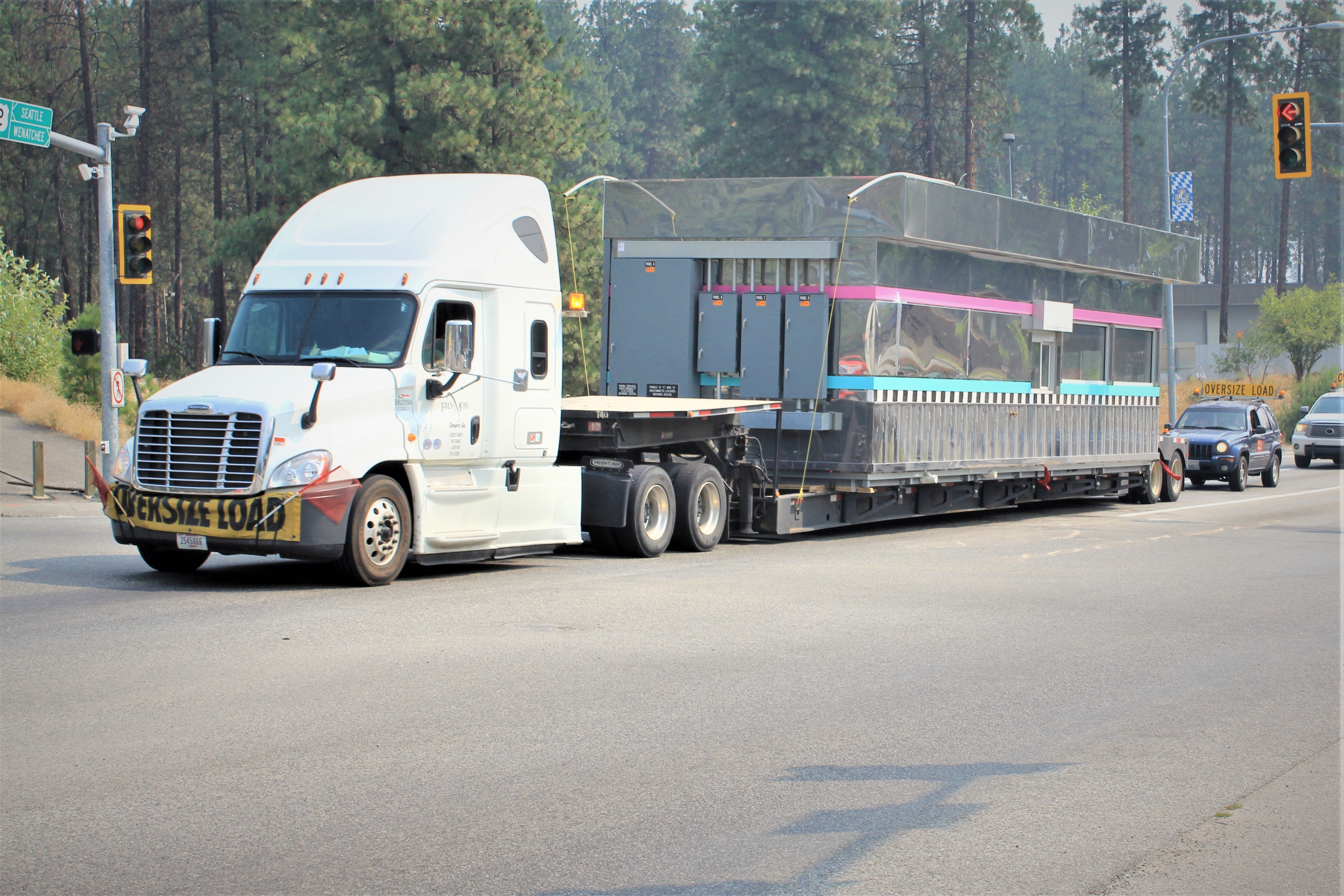 The new 59er Diner trucks through Leavenworth on its way home
