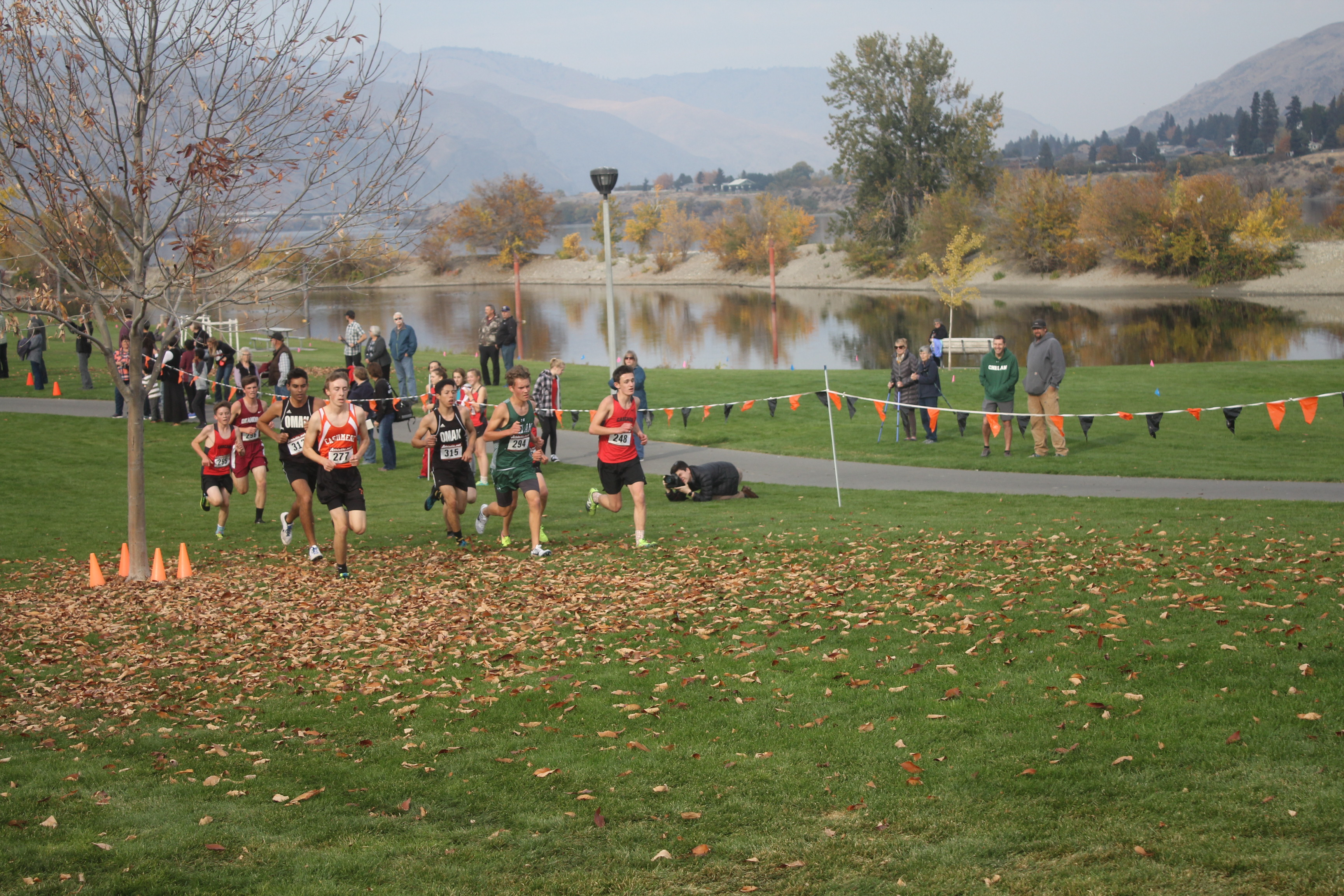 The boys' varsity race kicks off and the crowd slowly thins out.